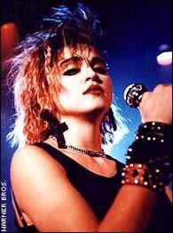 Madonna in una scena di Crazy for You (1985)