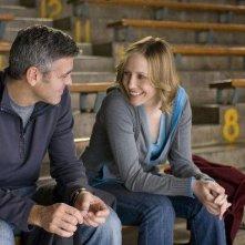 Vera Farmiga e George Clooney in un'immagine del film Tra le nuvole