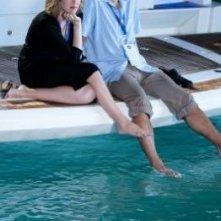 Vera Farmiga e George Clooney in una scena del film Tra le nuvole