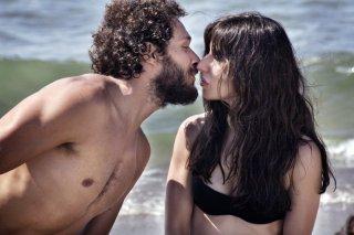 Claudio Santamaria e Sabrina Impacciatore in una scena del film Baciami ancora