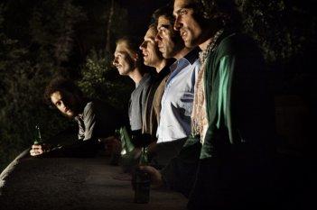Claudio Santamaria, Giorgio Pasotti, Stefano Accorsi, Pierfrancesco Favino e Marco Cocci in una scena del film Baciami ancora