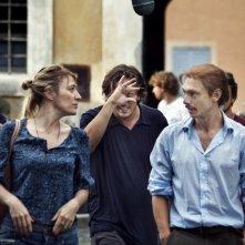 Valeria Bruni Tedeschi, Gabriele Muccino e Giorgio Pasotti sul set del film Baciami ancora