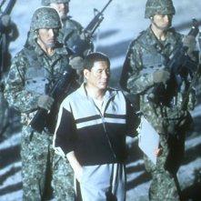 Takeshi Kitano in una scena del film Battle Royale