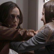 Dollhouse: Eliza Dushku ed Amy Acker nell'episodio The Hollow Men