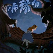 La protagonista in una scena del film d\'animazione Alice nel paese delle meraviglie