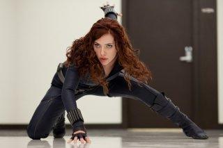 Scarlett Johansson (Black Widow) in azione in una scena del film Iron Man 2