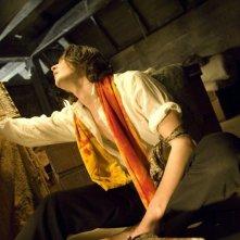 Ben Barnes con il suo ritratto in una scena del film Dorian Gray