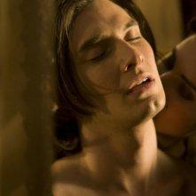 Ben Barnes in un momento di estasi nel film Dorian Gray