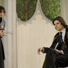 Rebecca Hall e Ben Barnes in una scena di Dorian Gray