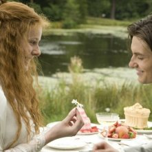 Una immagine del film Dorian Gray (2009) con Sybil (Rachel Hurd-Wood) e Dorian (Ben Barnes)