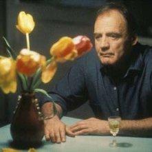 Bruno Ganz in una scena del film Pane e tulipani