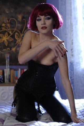 Un'irriconoscibile Laura Chiatti nel film Io, loro e Lara