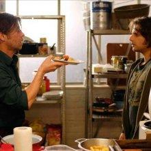 Birol Ünel e Adam Bousdoukos in una scena del film Soul Kitchen