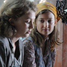 Laura Pizzirani e Alba Rohrwacher in un'immagine del film L'uomo che verrà