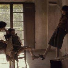 Maya Sansa, Alba Rohrwacher e Greta Zuccheri Montanari in un'immagine del film L'uomo che verrà