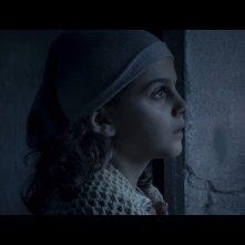 Un primo piano della piccola Greta Zuccheri Montanari dal film L'uomo che verrà