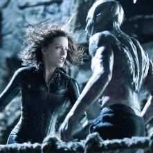 Una scena d'azione con Kate Beckinsale per il film Underworld: Evolution
