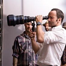 Il regista Tom Ford sul set di A Single Man
