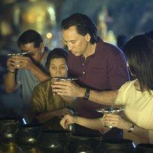 Nicolas Cage e Charlie Yeung in una sequenza del film Bangkok Dangerous