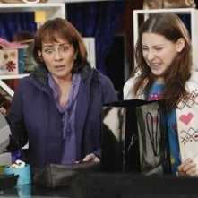The Middle: Eden Sher e Patricia Heaton nell'episodio The Jeans