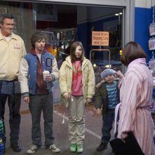 The Middle: Neil Flynn, Charlie McDermott ed Eden Sher in una scena dell'episodio The Yelling