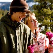Kameron Knox e  Aimee Teegarden in una scena del film Il richiamo della foresta 3D