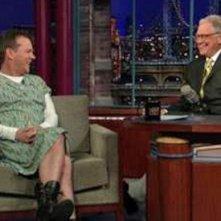 Kiefer Sutherland vestito da donna per scommessa al Letterman Show, nel 2010