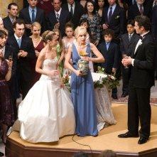 Joan (Alexis Dziena), Beth (Kristen Bell) e Umberto (Luca Calvani) al matrimonio nel film La Fontana dell'amore