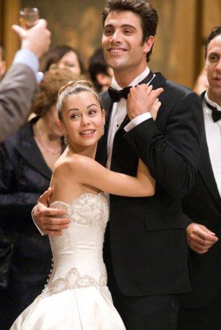 Joan (Alexis Dziena) e Umberto (Luca Calvani) al matrimonio nel film La Fontana dell'amore