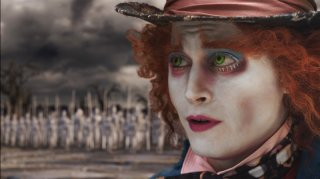 Johnny Depp in un'immagine suggestiva tratta dal film Alice in Wonderland, firmato da Tim Burton