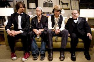 Lance (Jon Heder), Gale (Dax Shepard), Antonio (Will Arnett) e (Danny DeVito) nel film When in Rome