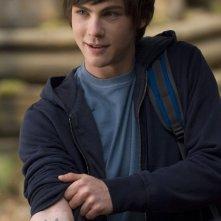 Percy (Logan Lerman) mostra il simbolo di Poseidone nel film Percy Jackson e gli dei dell'Olimpo: Il ladro di fulmini