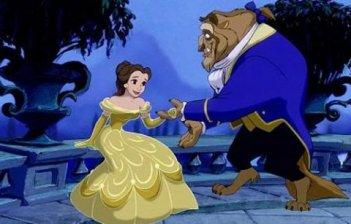 La Bestia e Belle in una romantica scena del film d'animazione La bella e la bestia, del 1991