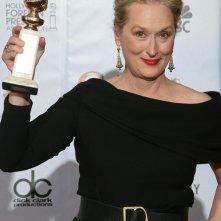 Meryl Streep posa con il suo premio ai 67° Golden Globes (2010)