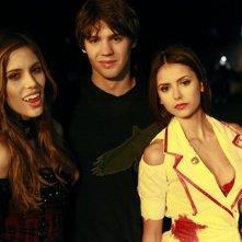 Kayla Ewell, Steven R. McQueen e Nina Dobrev sul set del settimo episodio di The Vampire Diaries