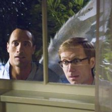 Dawyne Johnson e Stephen Merchant in una scena di The Tooth Fairy