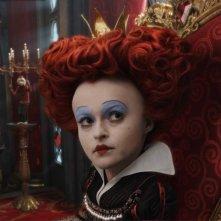 Helena Bonham Carter è la terribile Regina Rossa nel film Alice in Wonderland, diretto da Tim Burton
