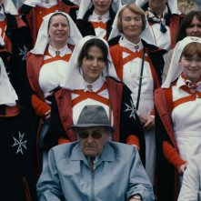 Jacques Pratoussy, Sylvie Testud e Gilette Barbier in una scena del film Lourdes