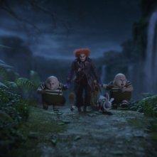 Johnny Depp e Matt Lucas in una sequenza di Alice in Wonderland, diretto da Tim Burton