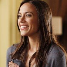 La sorridente Alexis (Jana Kramer) in una scena dell'episodio Weeks Go By Like Days  di One Tree Hill