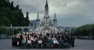 Un'immagine di gruppo tratta dal film Lourdes