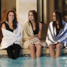 Bethany Joy Galeotti, Shantel Vansanten e Lindsey McKeon nell'episodio Family Affair di One Tree Hill