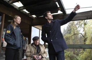 Fringe: John Noble, Joshua Jackson ed Anna Torv nell'episodio The Bishop Revival