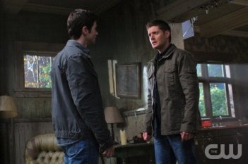 Supernatural: Matt Cohen e Jensen Ackles in un momento dell'episodio Back to the Future II