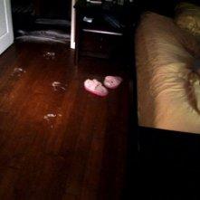 L'entità che tormenta la protagonista di Paranormal Activity lascia segni del suo passaggio in camera da letto.