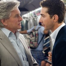 Michael Douglas (Gordon Gekko) e Shia LaBeouf (Jacob Moore) nella prima foto di scena di Wall Street 2: Money Never Sleeps