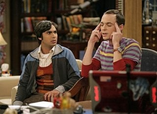 The Big Bang Theory: Jim Parsons e Kunal Nayyar in una scena dell'episodio The Psychic Vortex