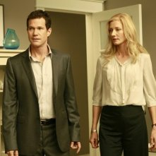 Dylan Walsh e Joely Richardson in una scena dell'episodio Alexis Stone II di Nip/Tuck