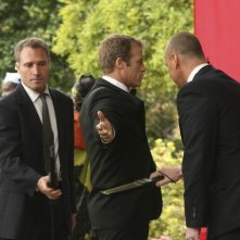 Human Target: Mark Valley in un momento dell'episodio Embassy Row