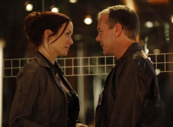 Kiefer Sutherland ed Annie Wersching in una scena dell'episodio Day 8: 7:00 p.m.-8:00 p.m. di 24